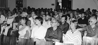 Publiczność słuchająca wykładu Martinusa